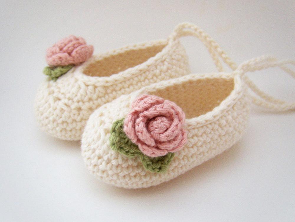 Цвет: Белый розовый цветок