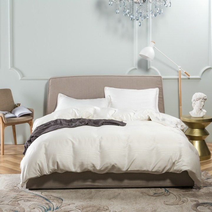 In the summer of 60 high-end solid double Tencel four piece silk satin quilt bedding Lesel naked