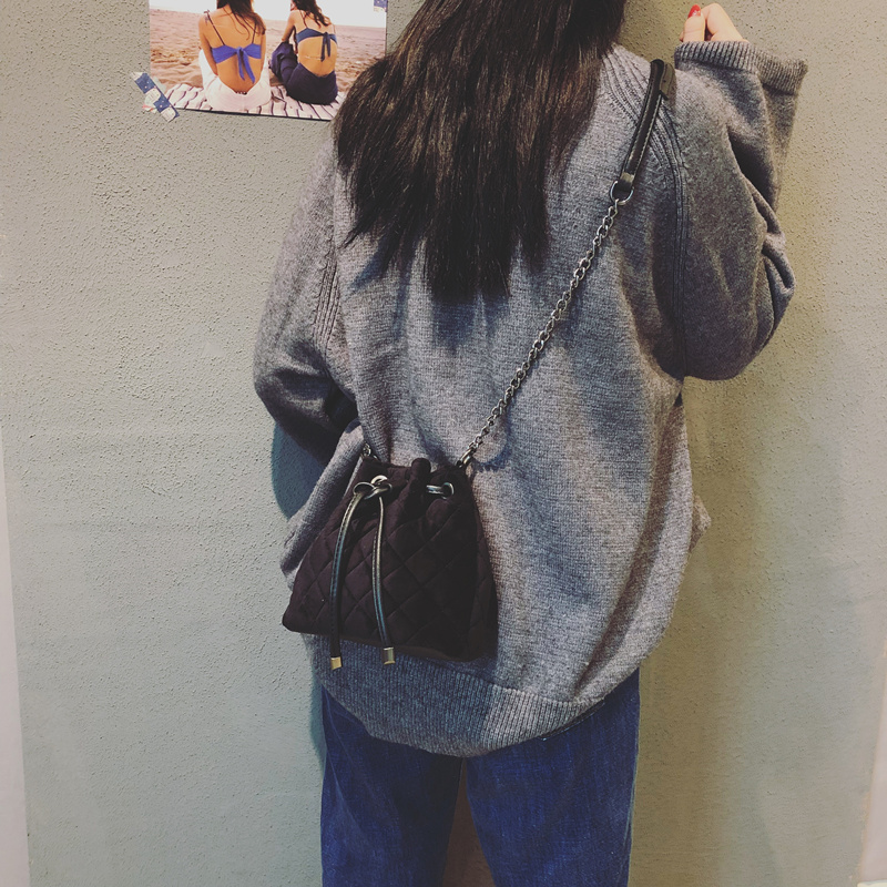 水桶包女2017新款潮韩版简约百搭丝绒菱格链条小包chic手提斜挎包