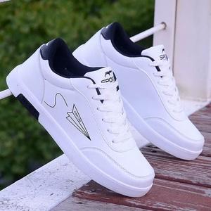 香港潮牌新款小白鞋平底休闲板鞋男士韩版潮流黑白色百搭学生潮鞋