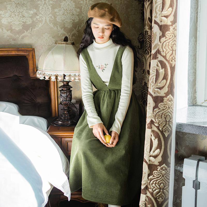 梅子熟了 文藝高腰燈芯絨背帶裙 復古綠色中長款連衣裙女秋鼕新款
