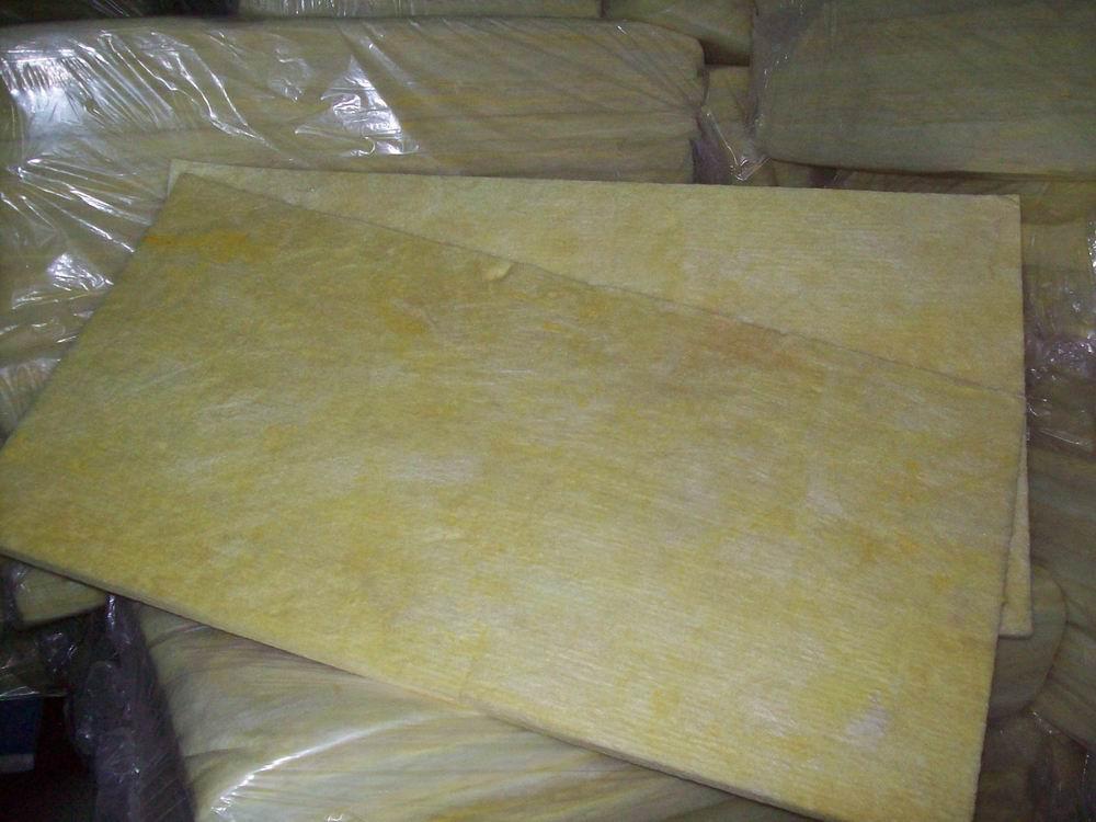 Spot prodotto materiale di Isolamento termico di cotone di Lana di Vetro piatto la costruzione di Muri di Isolamento acustico Isolamento acustico imbottitura di cotone stampato.