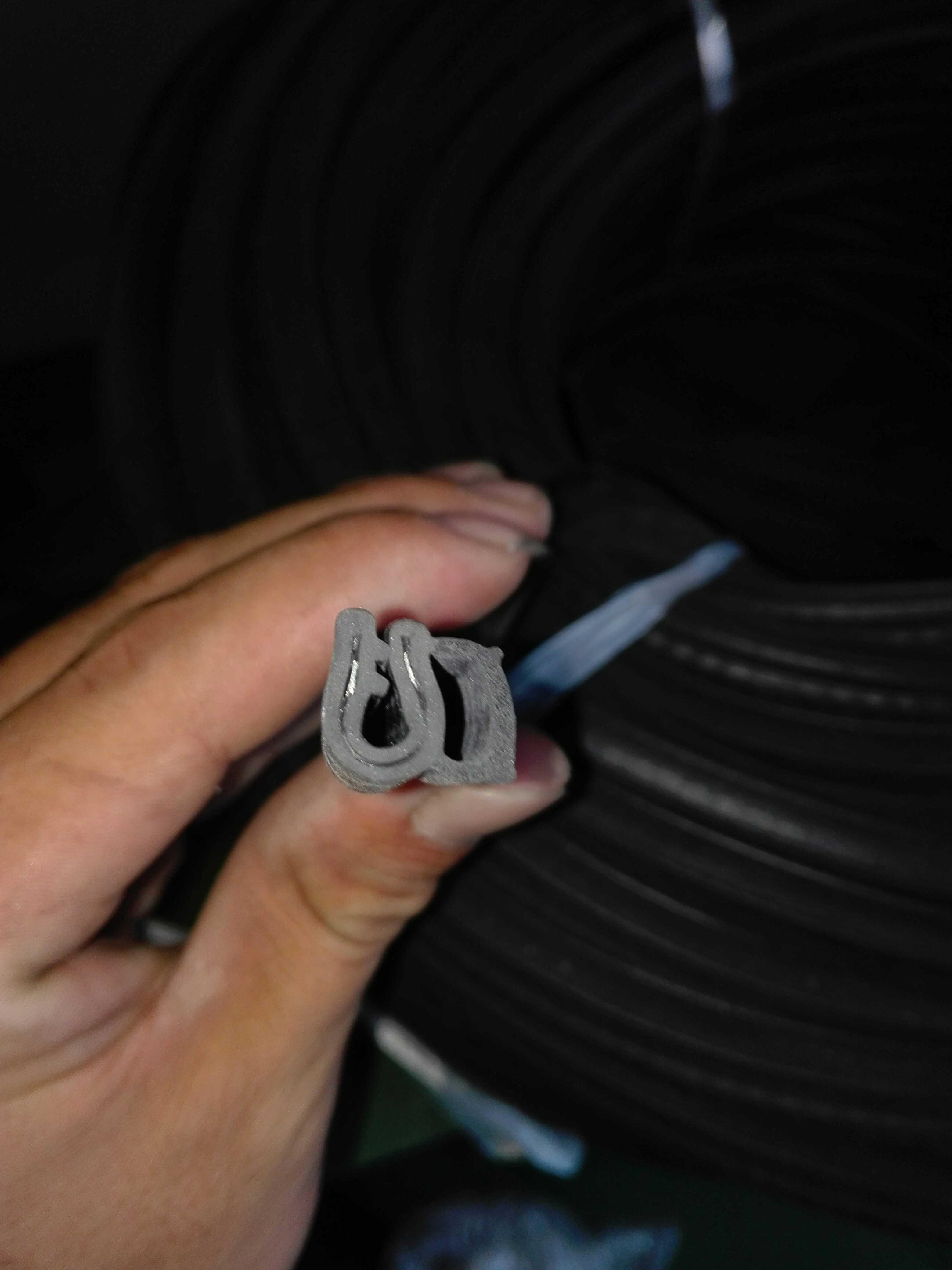 ラックケースを挟んでワイヤーシール機械設備殻ワイヤーシールで、戸板板金シーラ条