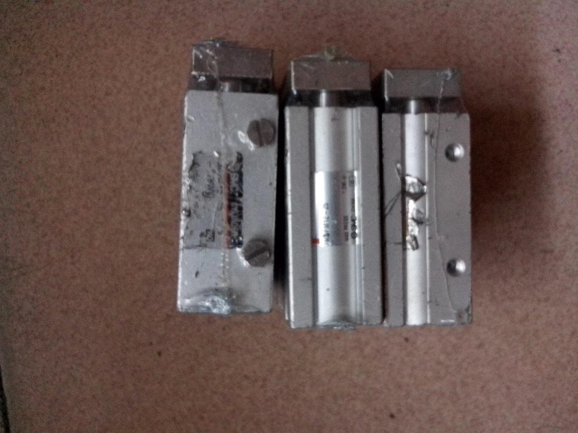япония smc MGPM12-25 подержанных три оси цилиндра