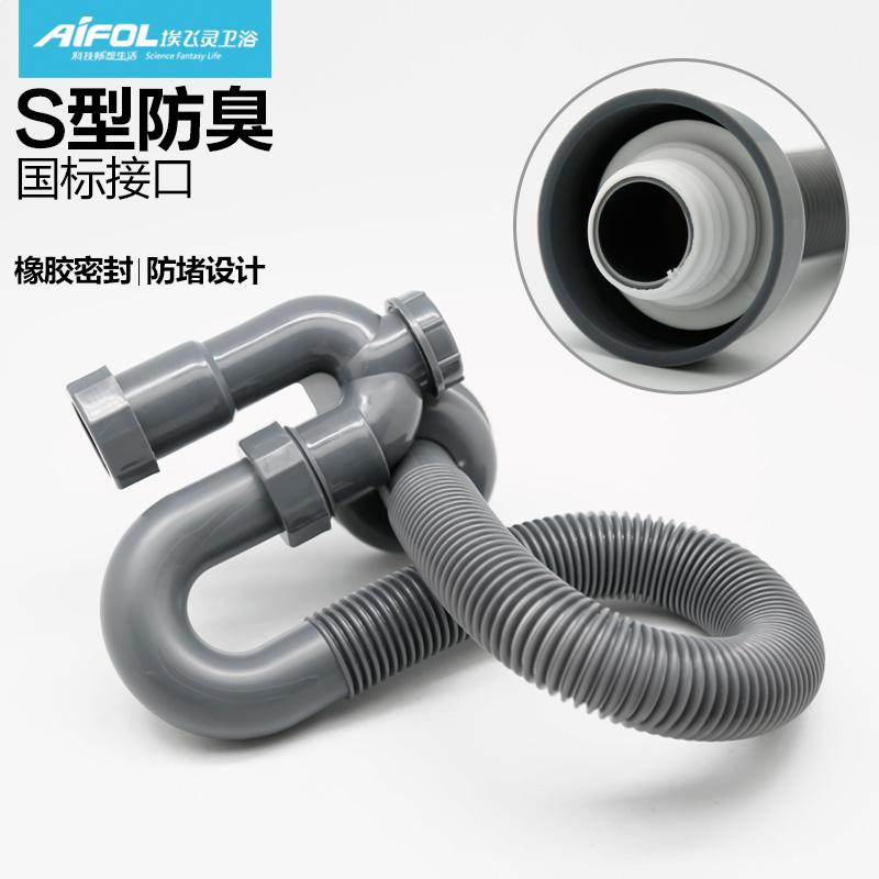 La manguera de plástico bajo plástico en accesorios de tubería de PVC de tubo de desodorante en el lavabo en anillo de sello