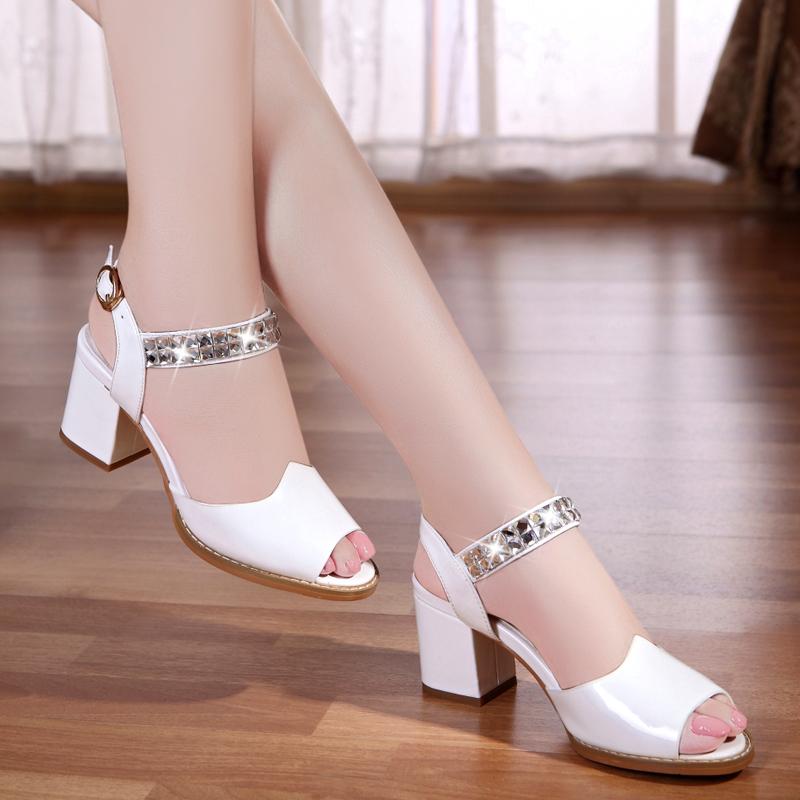 2017夏季新款韓版漆皮魚嘴涼鞋女粗跟時尚中跟水鑽高跟女鞋大碼鞋