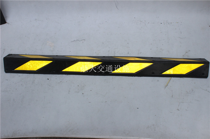 Manufacturers to supply 800 rubber corner corner protector of reflective strip traffic facilities