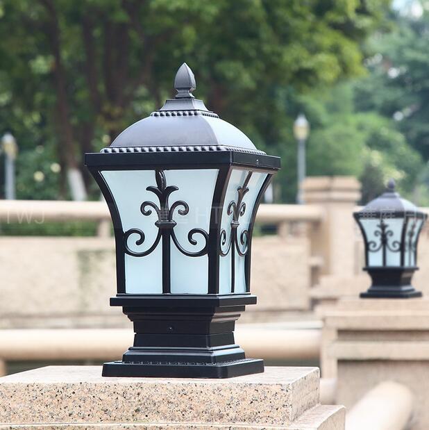 стигматизация огня Стены огня поста лампа под виллы двор ворота свет фар домашних стен площади европейский