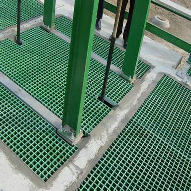 ผู้ผลิตแผงเซลล์แสงอาทิตย์แผงเซลล์แสงอาทิตย์ล้างรถตะแกรง FRP ตะแกรงระบายน้ำตะแกรงตะแกรงจานหลุมนกพิราบจัดให้ต้นไม้
