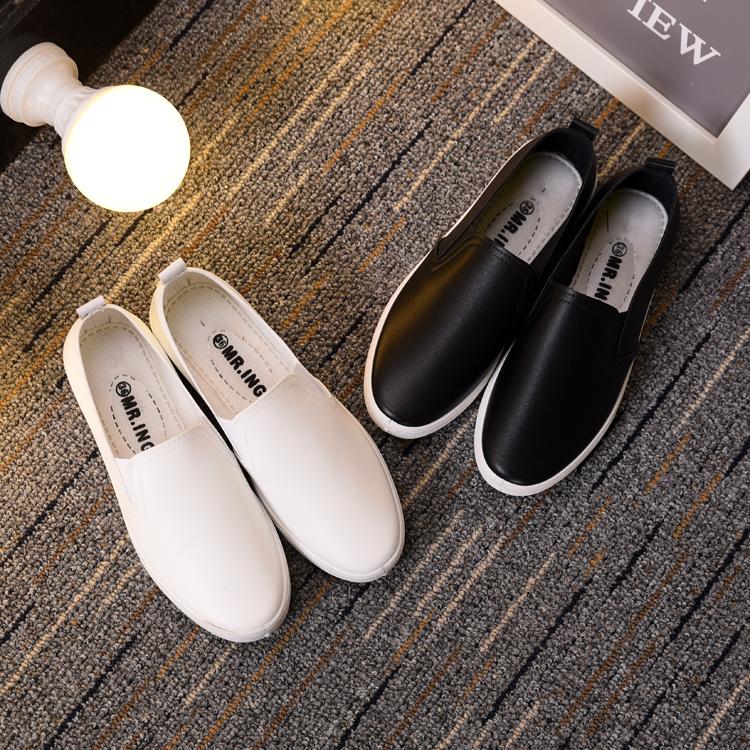 春季白色女護士鞋鏤空透氣平底皮面一腳蹬女鞋防水防滑時尚小白鞋