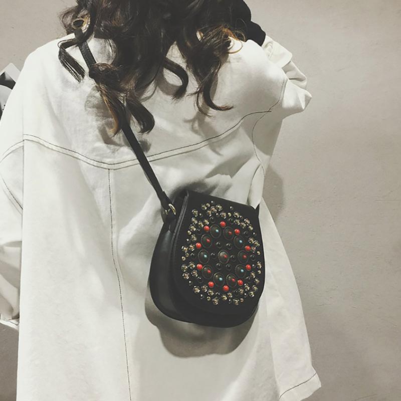 小包包2017冬新款韩国chic复古单肩包民族风铆钉包百搭时尚斜挎包