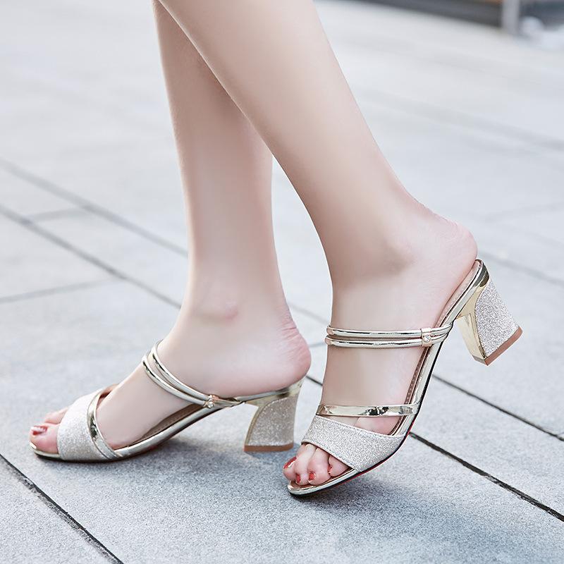 38女凉鞋夏季新款粗跟露趾鱼嘴凉鞋百搭中跟一字拖两穿女鞋子潮