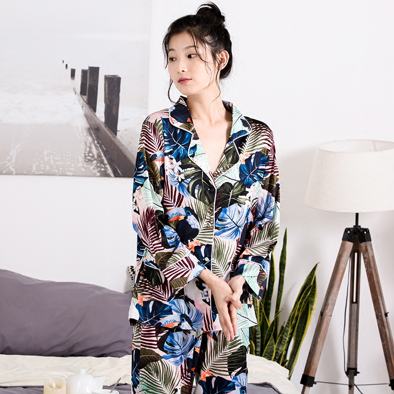 Forest parrot printed pajamas, silk and silk long sleeve leisure eye bag, four pieces of home suit