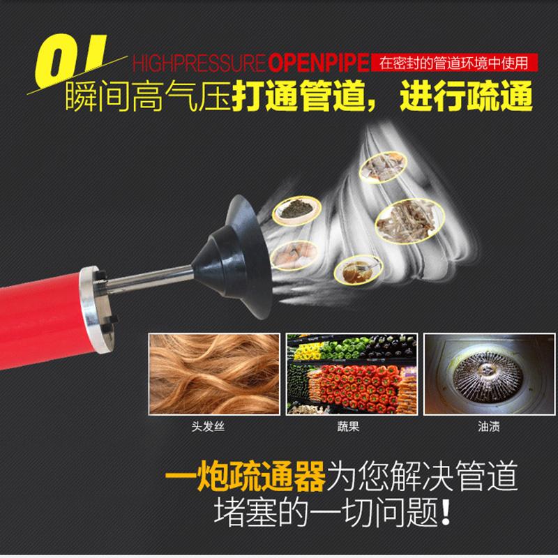 La presión de un dragado de un tubo de gas de alta presión con el caballo doméstico. El baño del piso de trabajo escasamente barriles