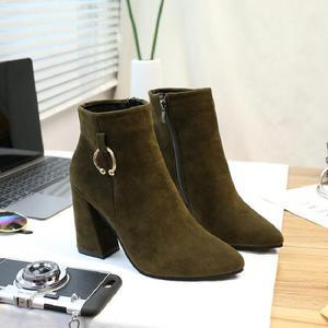 2017秋冬天新款女靴子韩版短靴保暖时尚马丁靴百搭粗跟尖头高跟鞋