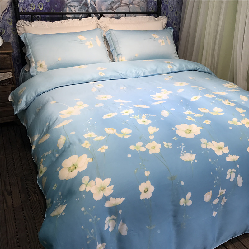 It is a soft spring bed naked wire wire four Tencel Tencel with four pieces of ice skating season silky soft bedding products