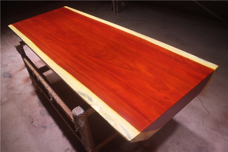 La plaque de bois brut, la table table de bureau spot poire rouge en Afrique de dalles de table 186 * 70 * 10