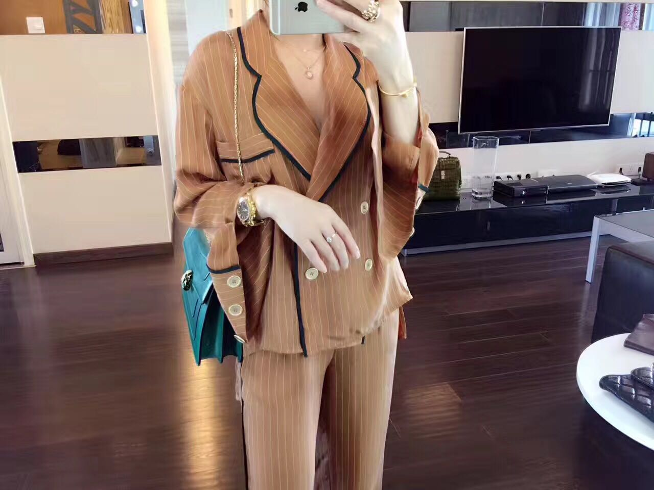 17 autumn fashion casual suit, sand washing copper, ammonia silk collision color ribbon splicing, long sleeve + trousers stripe two sets