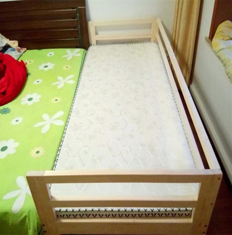 Το μωρό είναι απλό βρεφικό κρεβάτι για αγόρι και κορίτσι κιγκλίδωμα μικρό κρεβάτι με απλό παιδικό κρεβάτι κρεβατοκάμαρα ξύλινο κρεβάτι στο σπίτι
