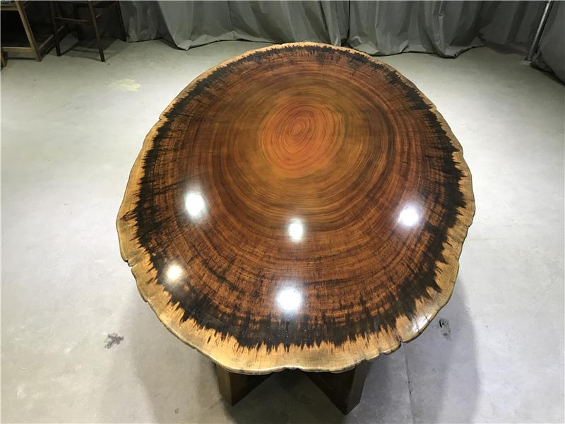 En Afrique, la nature de la table ronde de panneaux en bois massif avec le bord chanfreiné de type mousse de création de table à thé - 190
