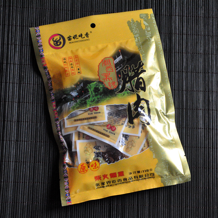 Miao Ni is very popular with Xiangxi black pig bacon, Hunan Zhangjiajie specialty pork jerky, spicy snack food, ready to eat cooked food