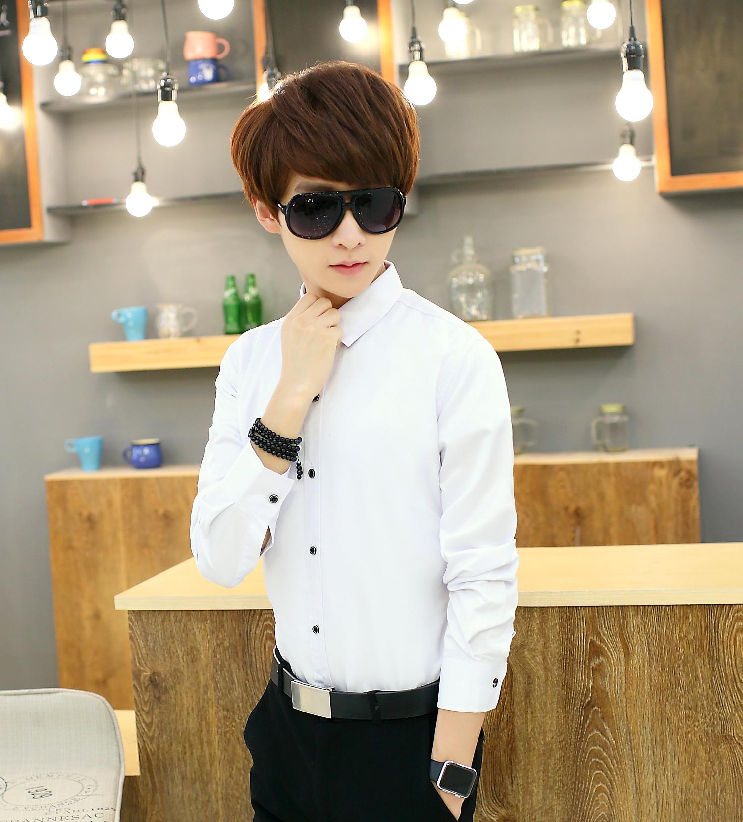 單件純白長袖襯衫