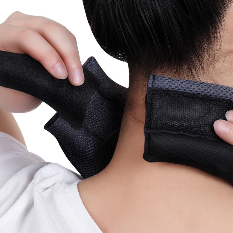 De tractie cervicale steun om met steun van de nek wervel voor cervicale reeks nek in de zomer.