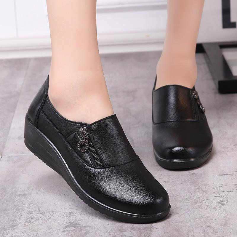 秋季妈妈鞋单鞋真皮软底中老年坡跟中跟女鞋中年老人休闲皮鞋女