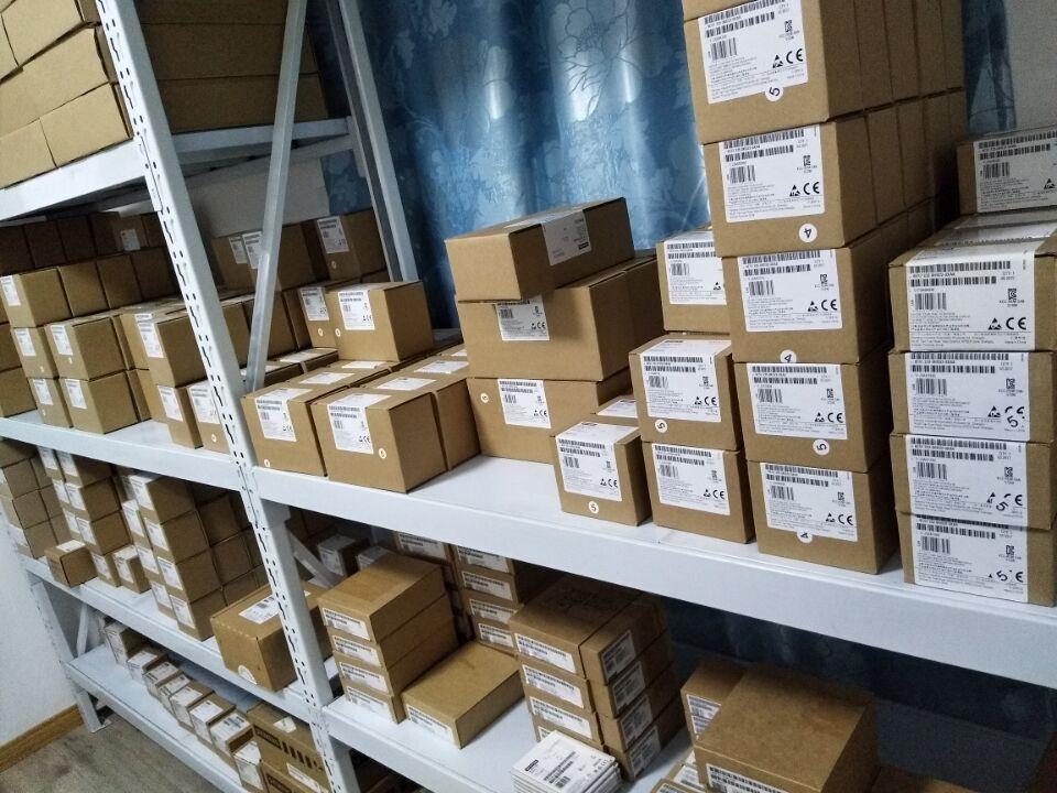 規格品特価シーメンスS7-200PLCモジュールEMDR08モジュール6ES7288-2DR08-0AA0数字