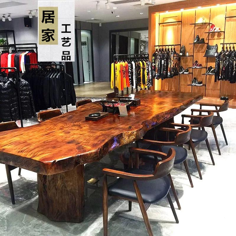 Bureau américain. La table de conférence de table à thé de rondins de bois longue plaque grand bureau chef de table rétro - table