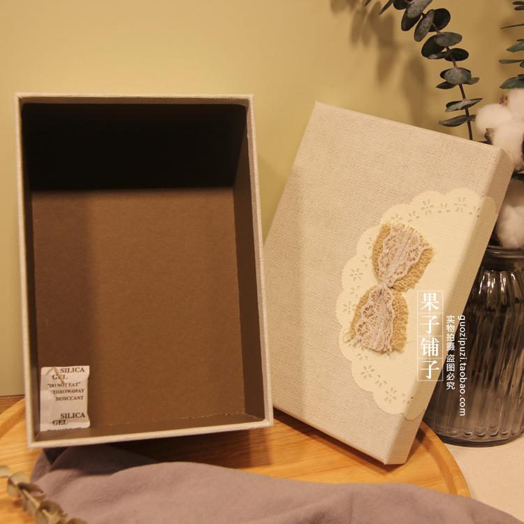 El pequeño rectángulo caja de regalo de Navidad retro fresco lino lazo rosa pequeño regalo caja de embalaje