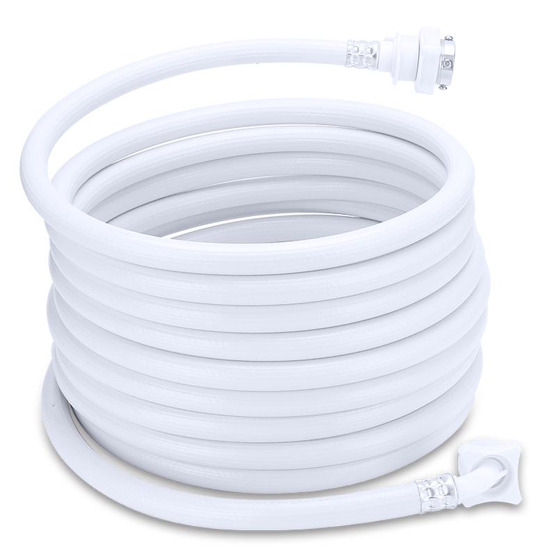 La cocina fría es la entrada del tubo de desagüe de la lavadora de cuatro tubos de drenaje de una máquina de compresión prolongada de acceso