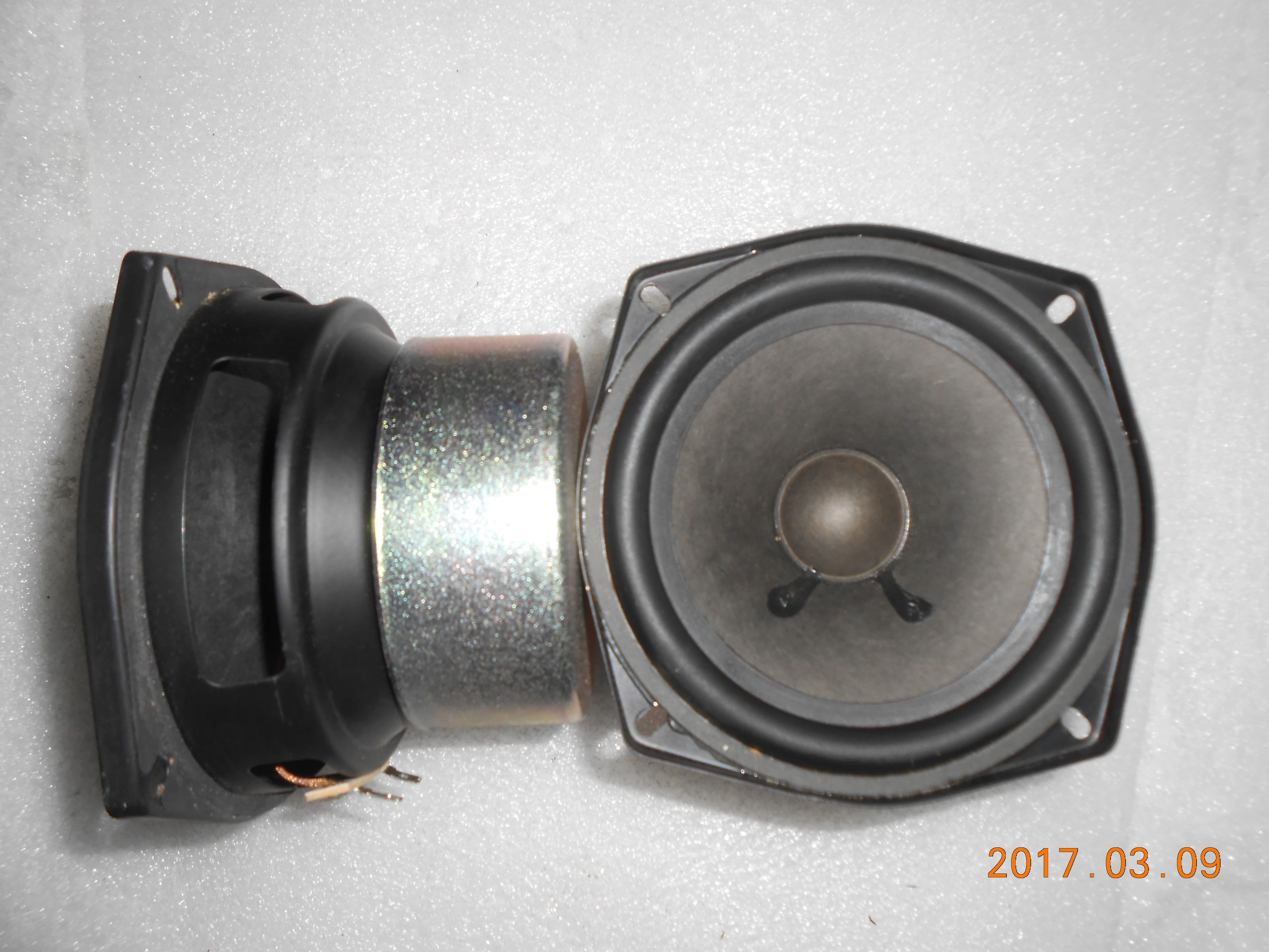 The high-end Hitachi 4.5 inch rear projection TV disassemble horn bass sound DIY horn