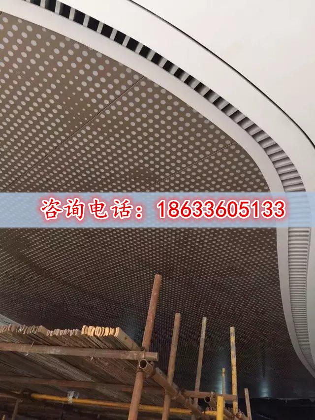 Los fabricantes a medida de la firma gran agujero agujero a bordo de golpes de chapa de aluminio de publicidad decoración sculpted hueco de aluminio