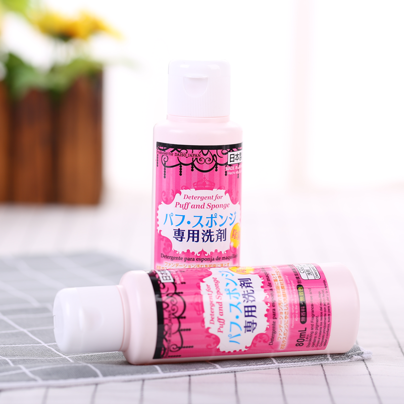 DAISO/ is a detergent powder puff brush cotton special cleaning agent 80ml