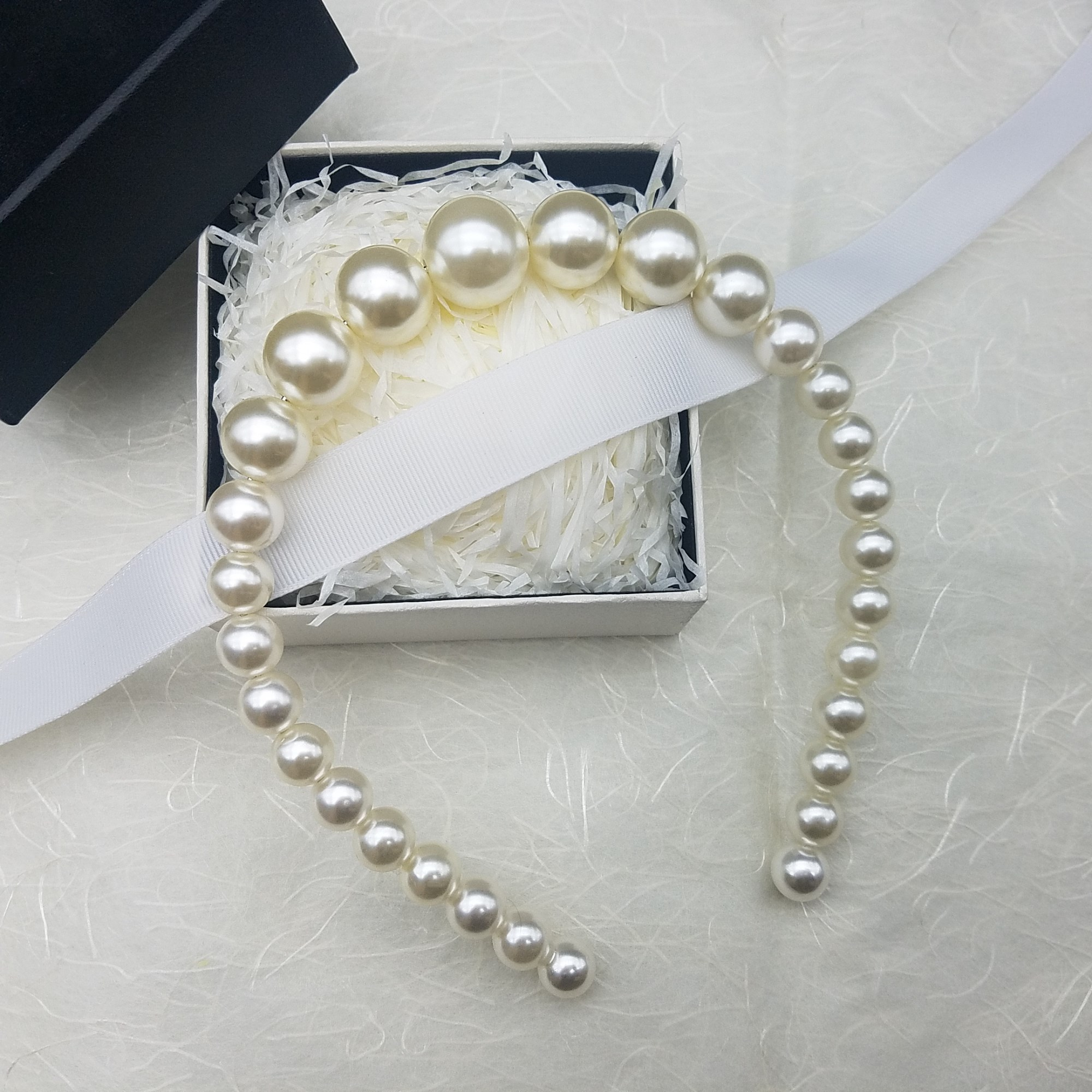 Shipping Korea pearl hoop hair accessories hairpin sweet temperament dinner headband pictures show a fine toothed comb hair