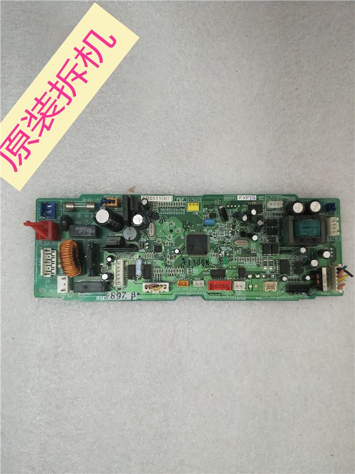 El tubo de aire acondicionado Daikin original desmontar la Placa computadora EB0511; (b)