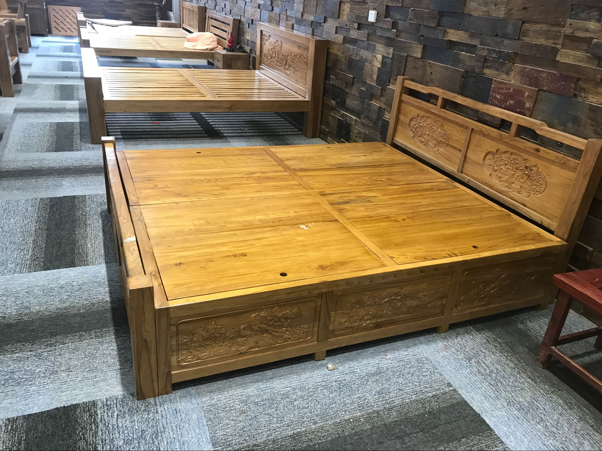 The old elm furniture double bed solid wood bed carved antique Ming and Qing furniture modern minimalist 1.8 meters