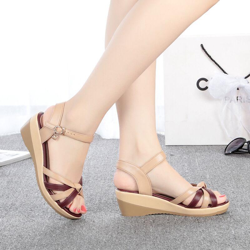 2017夏季新款坡跟女凉鞋平底妈妈皮鞋子大码中跟软底中年女鞋罗马