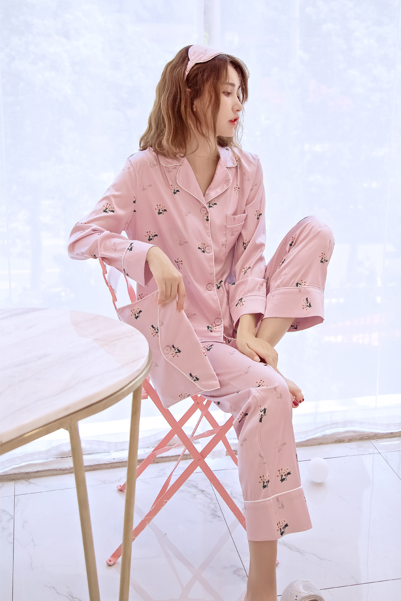 A small bouquet of four sets of silk pajamas female thin silk long sleeved pants suit autumn pajamas female Korean clothing Home Furnishing
