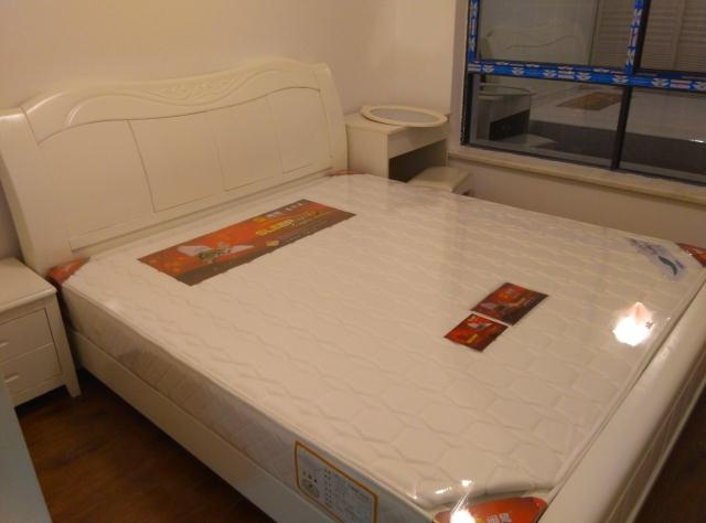 Simple modern all solid wood white paint oak double bed, 1.8 meters bed board bed, Xiamen package mail