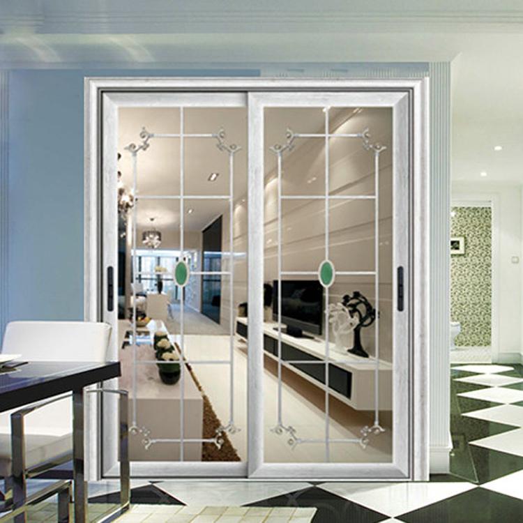 Puertas correderas de salon en el de esta casa de estilo - Puerta corredera doble ...