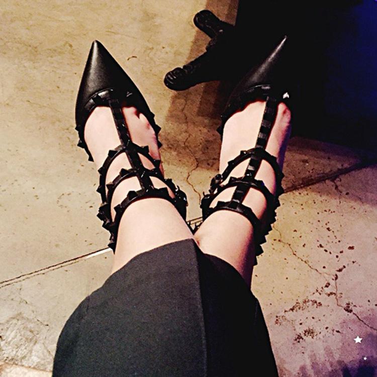v家铆钉尖头高跟鞋柳丁细跟凉鞋女大小码T型绑带真皮镂空柳钉鞋夏