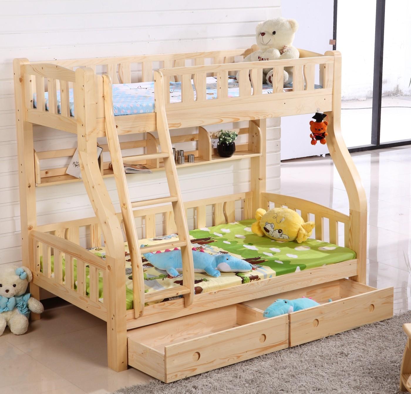 Finlandia, Pino doppio I Bambini a letto con un doppio livello di Guard - Rail di stoccaggio PRIMARIO e Secondario sotto il letto.