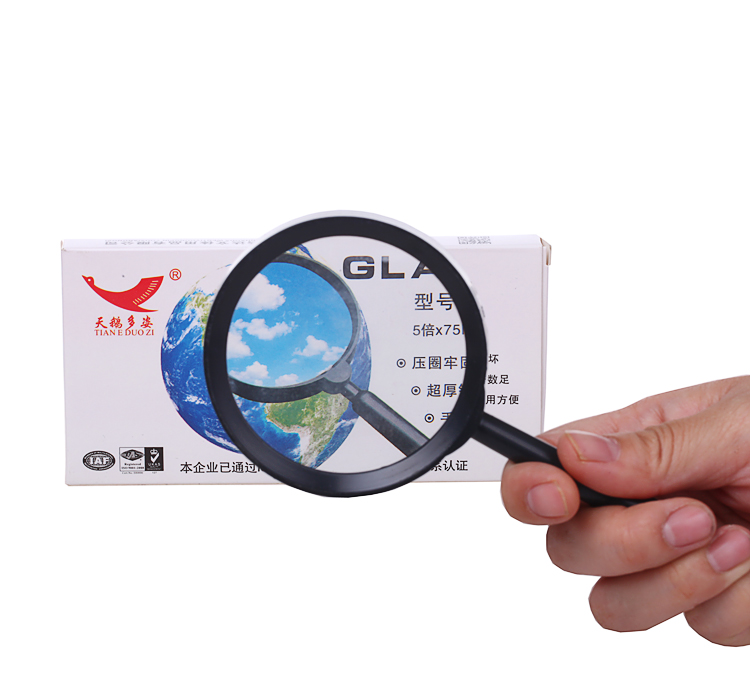 The students read the handheld magnifying glass reading and reading the mobile phone 5 times as high as high definition glass lens diameter 100mm