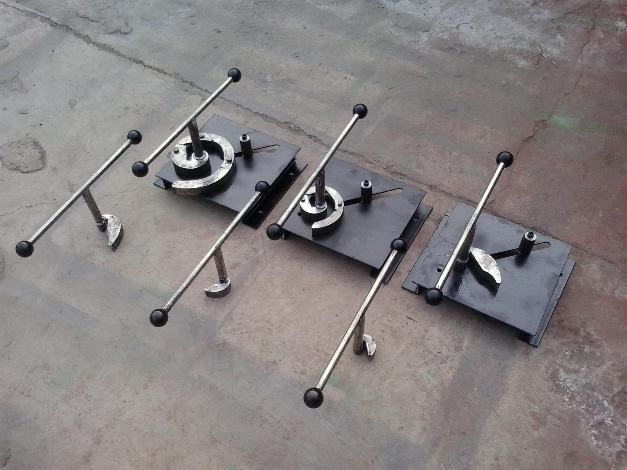 คู่มือการใช้เครื่องดัดเหล็กเหล็ก 6 ชุดอุปกรณ์เครื่องจักรด้วยตนเองคู่มือเครื่องดอกไม้หมุน