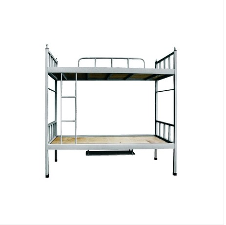 En la cama con una cama litera denso de tubos de acero de doble piso cama cama cama la herramienta de los empleados