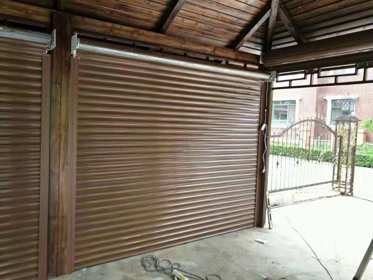 Shenyang wood grain garage door, aluminum alloy square hole rolling door, aluminum alloy grain insulation garage rolling door