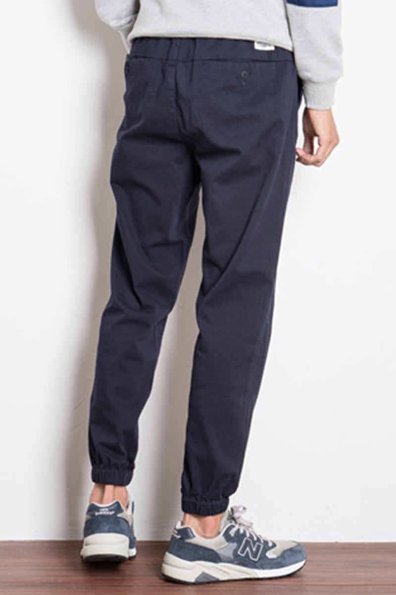 Autumn and winter on the thickened casual pants Metrosexual ankle banded pants overalls loose pants feet feet close Haren sports pants