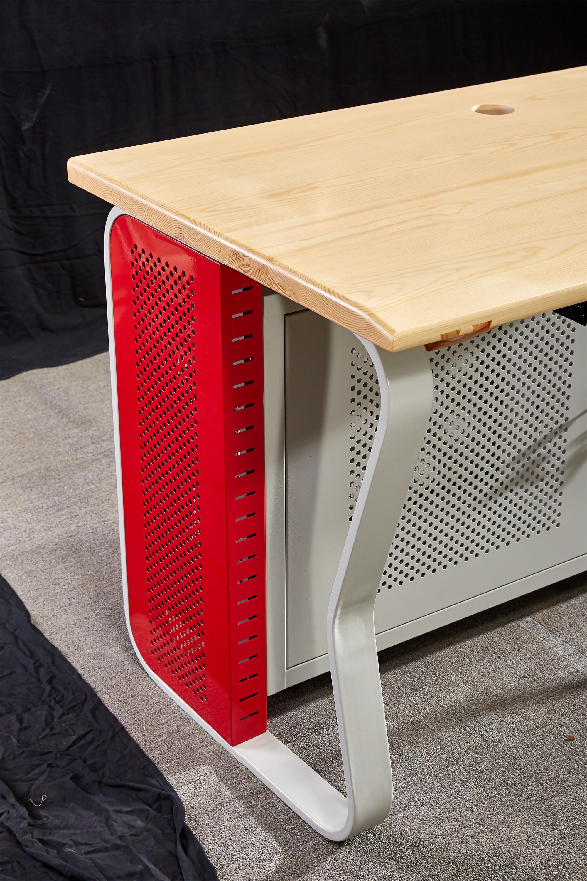 パソコン本体ケースの安全保険箱柜ケースを持って木造金属フレームパソコンデスク
